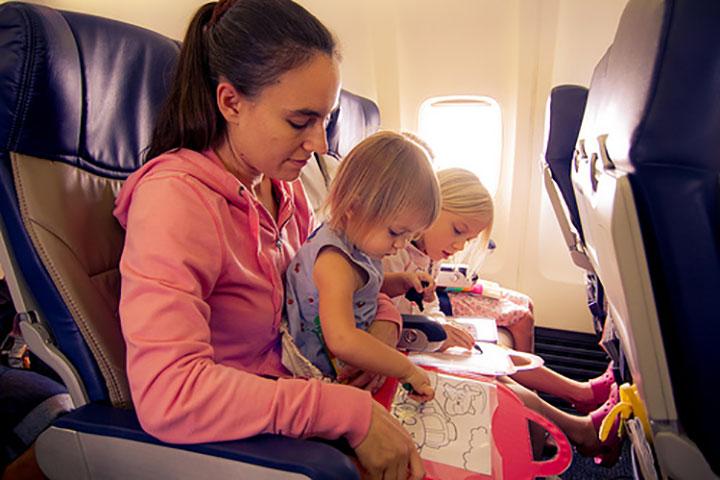 Tips Terbang Bersama Bayi dan Anak Kecil
